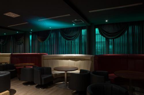 Moe Greene Bar